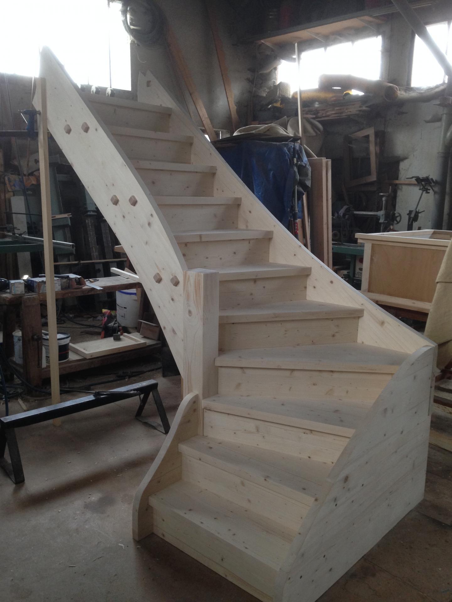 escalier sapin avec marches amovibles. Black Bedroom Furniture Sets. Home Design Ideas