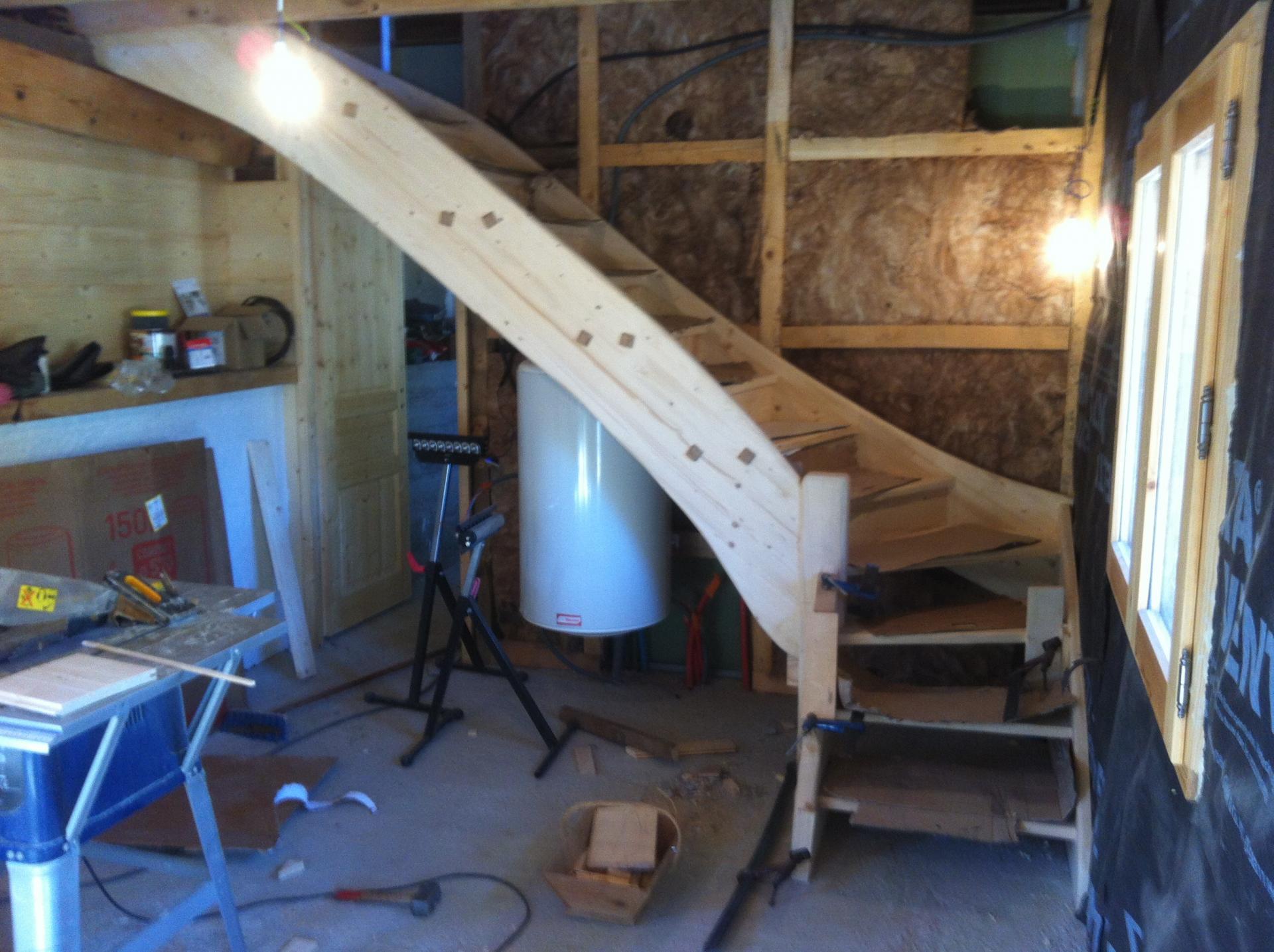 escalier particulier en sapin. Black Bedroom Furniture Sets. Home Design Ideas